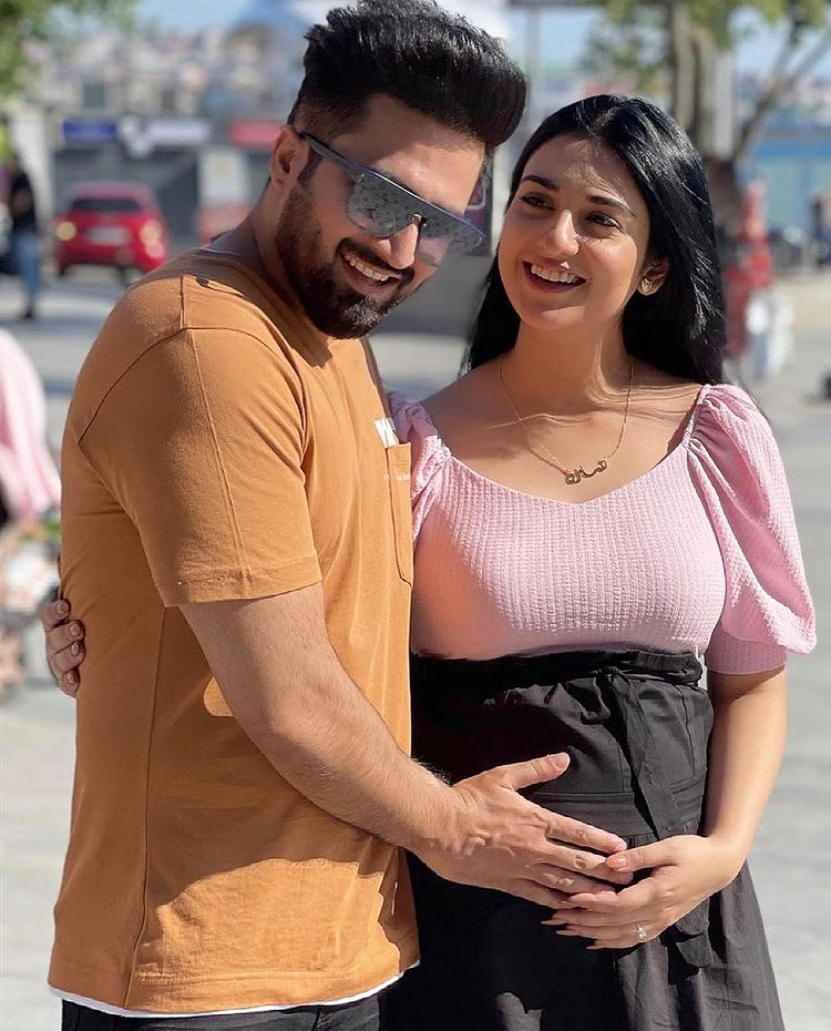 Sarah Khan Shared her Pregnancy Pictures